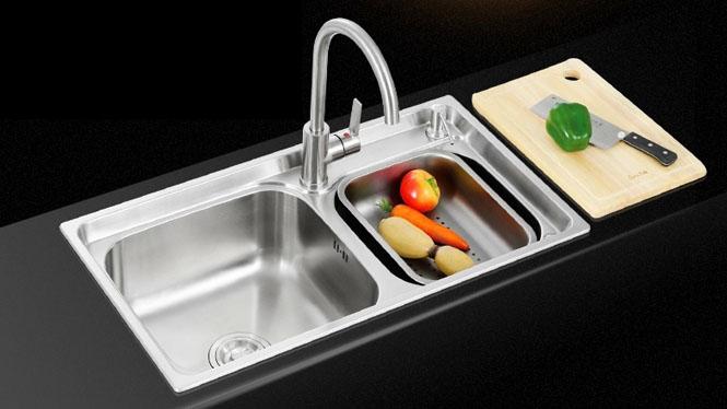 厨房水槽 双槽洗菜盆 不锈钢水槽 一体拉伸 套餐特价 7843L